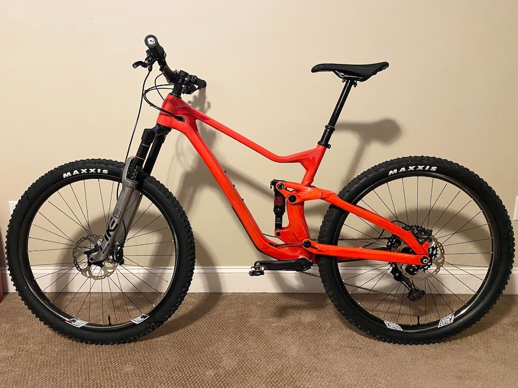 2019 Devinci Troy 29 - Red
