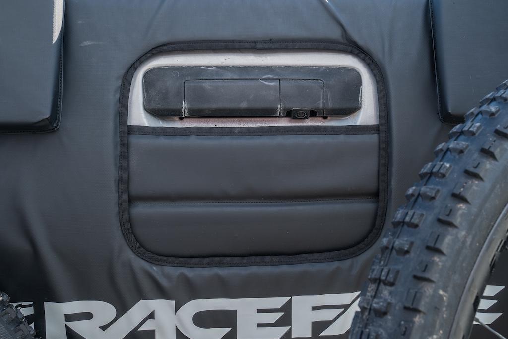 Race Face T2 tailgate pad