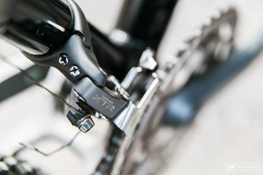 It s a full XTR setup down to the front derailleur.