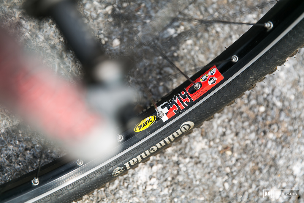 The Shimano XTR hubs are laced to Mavic F519 rims.