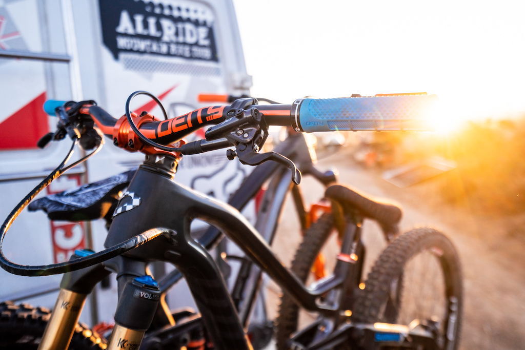 Kirt Voreis bikes packed and ready to go at sunrise during a mountain biking roadtrip in California