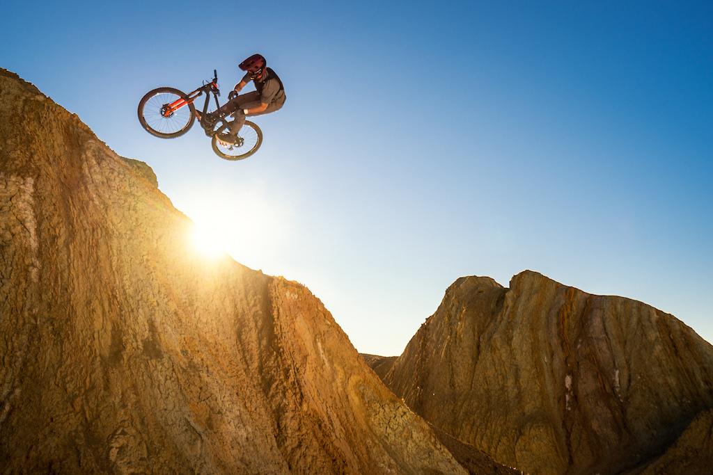 Kirt Voreis does a barspin in the California desert on his mountain bike.