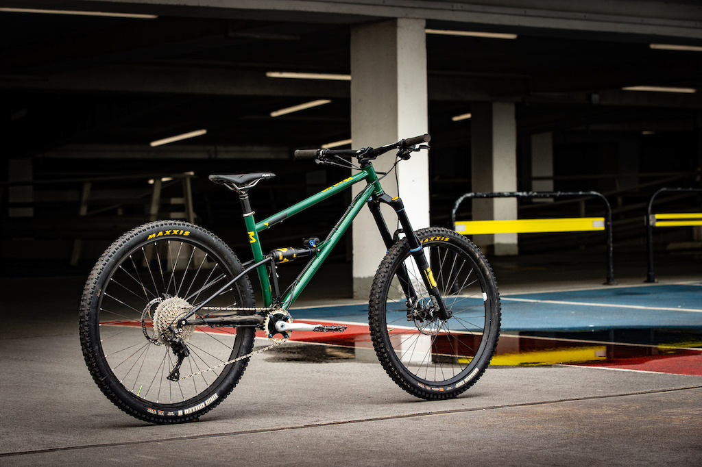 The Starling Cycles Tellum a ground-breaking industry-shaking full suspension mountain bike... with a difference.