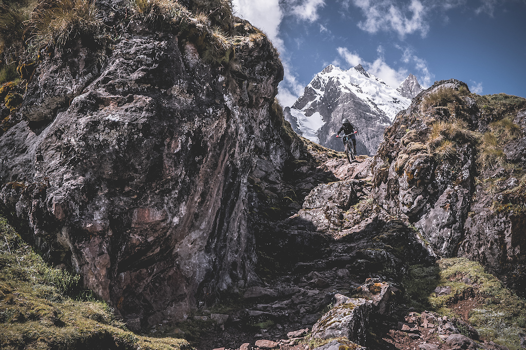 Traversing the Andes from valley to valley from mountain to mountain ... Vicente Chirinos