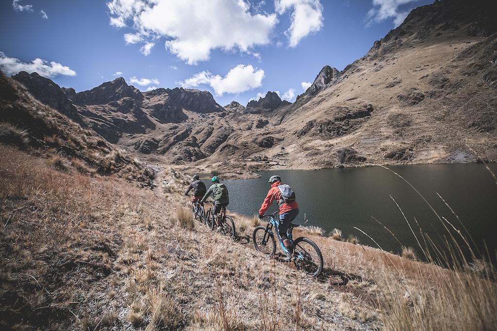Exploring off-the-beaten-path highland lakes almost at 4200 masl. Vicente Chirinos Gabriel Benoit Nicolas Chirinos