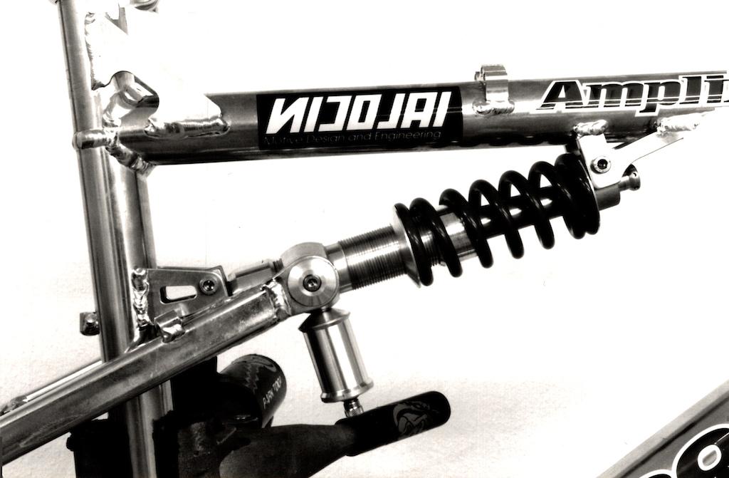 Brian Lopes Mongoose with Nicola designed trombone shock.