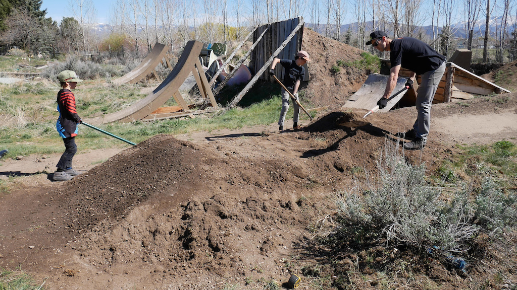 Digging on my pumptrack with the kids