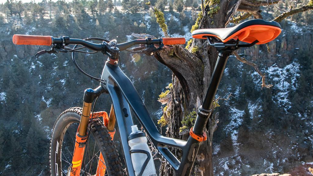 The SDG Bel-Air V3 on Kirt Voreis bike.