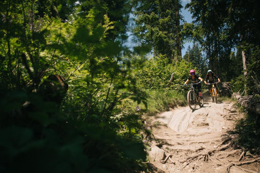 Enduro Allmountain Bike Mountainbike Trail Alp St tz Copyright Samantha Saskia Dugon