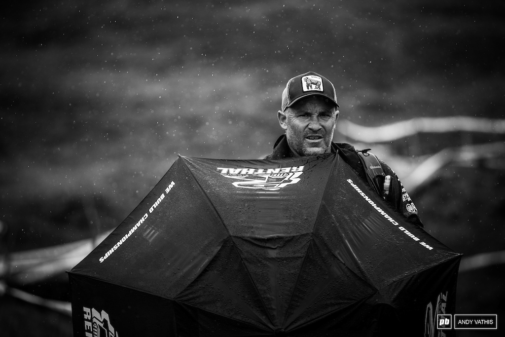 A very wet Sven Martin hiding from the winds and rain last year. Fort Bill is not easy on the media, either.