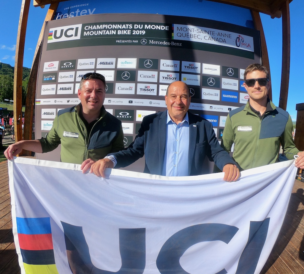 Hand-over UCI flag Kornel Grundner SaalfeldenLeogangTourisitik