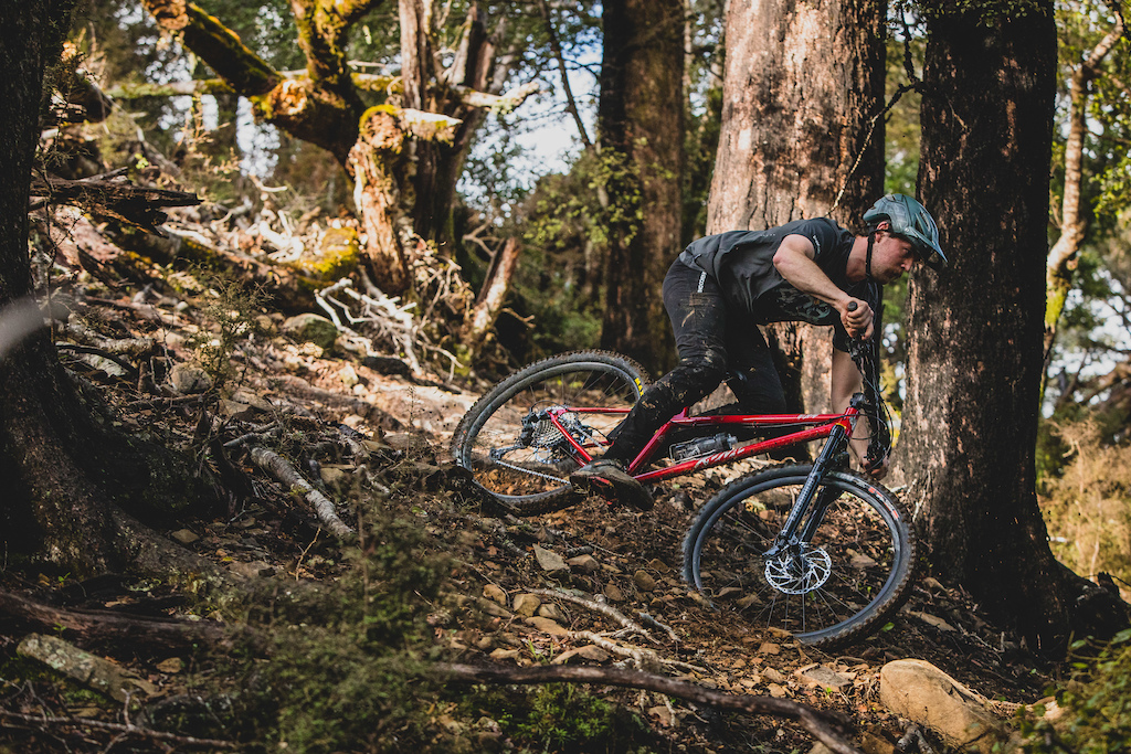 Jake Hood Rides the Kona Honzo ESD at Cable Bay Adventure Park