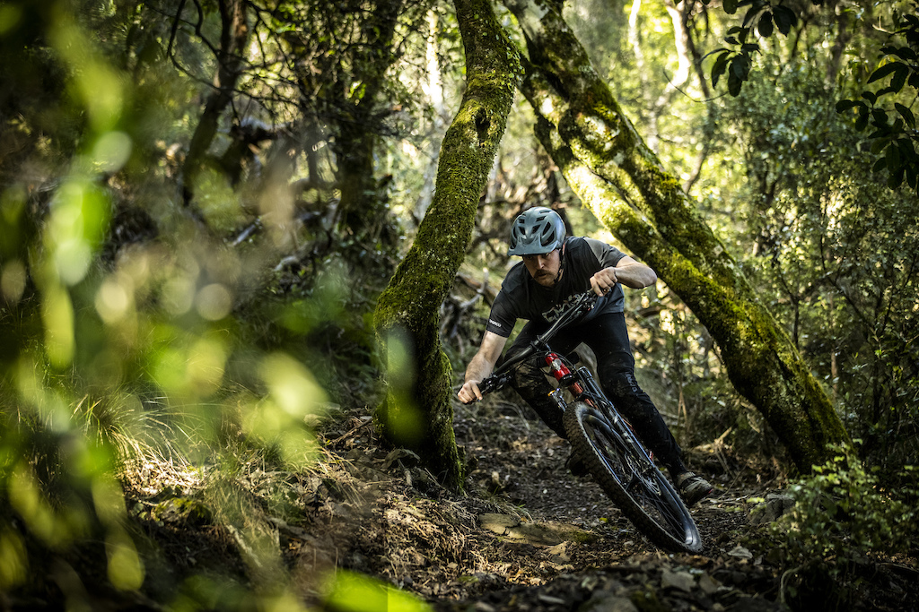 Jake Hood Rides the Kona Honzo ESD at Cable Bay Adventure Park Photo Sven Martin