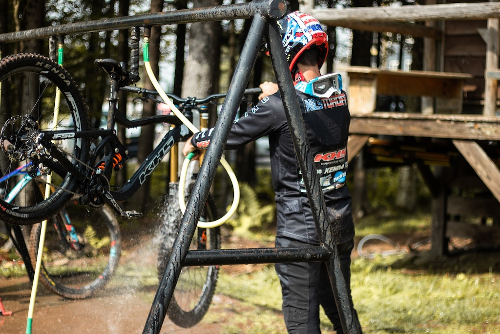 KHS Pro MTB team rider Nik Nestoroff cleaning his race bike after a day of practice.