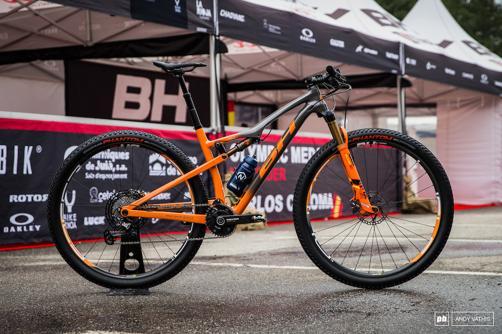 Pablo Rodriguez s BH NAME is a well kitted orange machine. Even the decals on the wheels were custom to match.