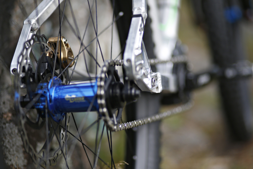 Rig v2 full build with Onyx Racing hubs. Classic model in Anodized Candy Blue color. Photo Janne Pussila