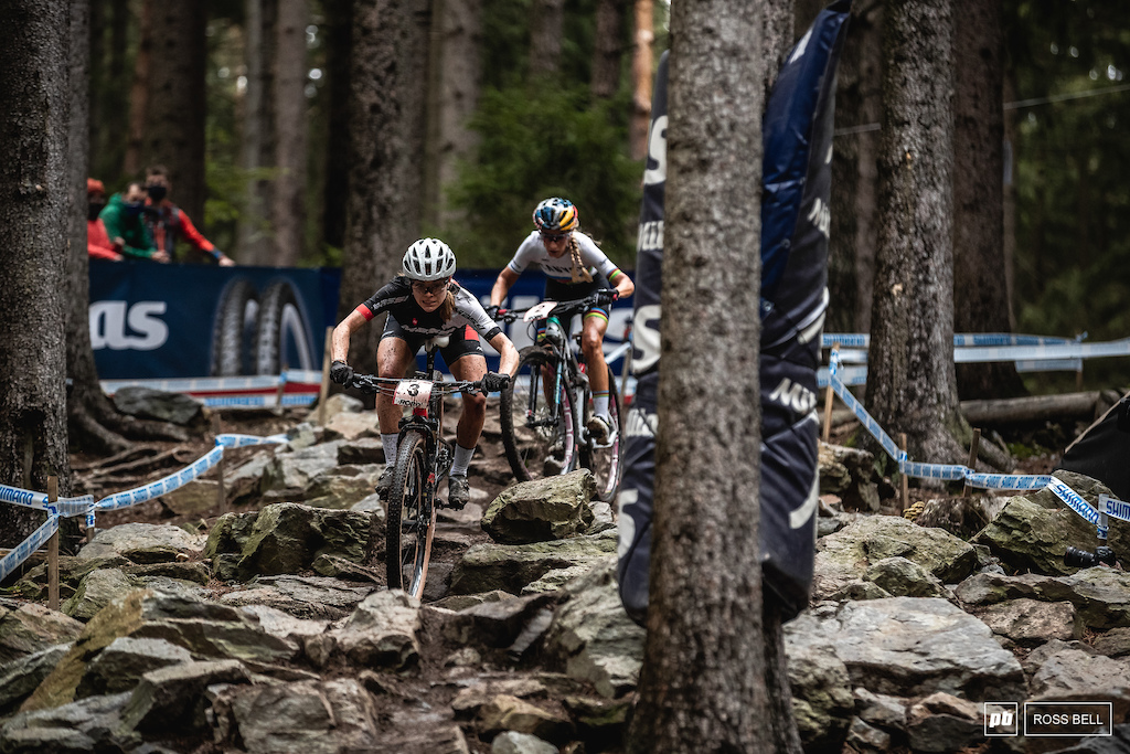 Loana Lecomte tires to shake off Pauline Ferrand Prevot through the rock garden.