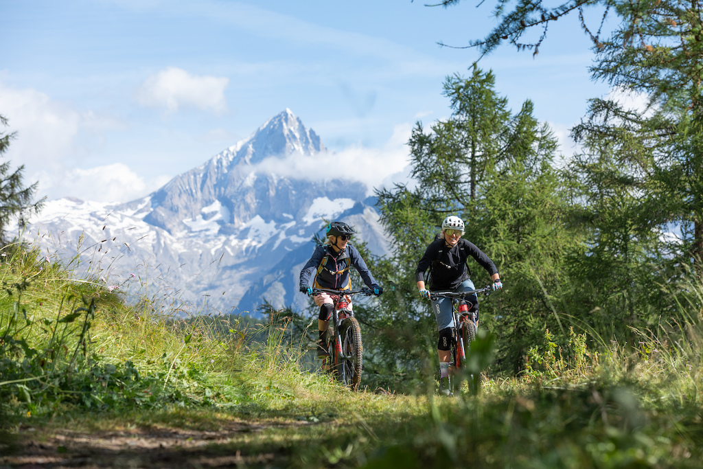 Kathi Kuypers and her mom on a MTB tour