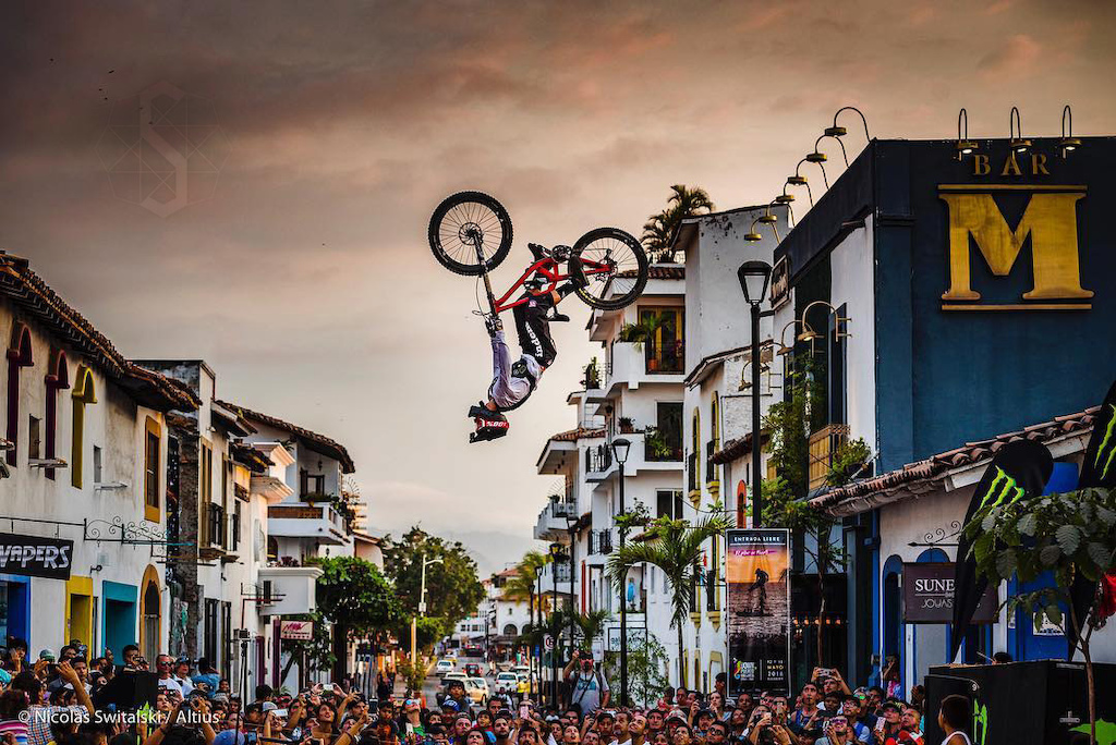 Antoni going large in Puerto Vallarta showing a set of Square Root wheels in flight.  Pic Credit: Nicolas Switalsky and Altius Events