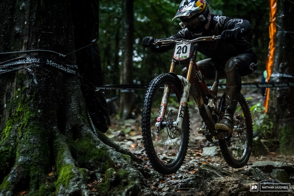 We're still waiting to see Aaron Gwin go back into beast mode and despite the parallels of 2017 Mont Sainte Anne with today, he didn't quite flip the switch and rolled into 19th.