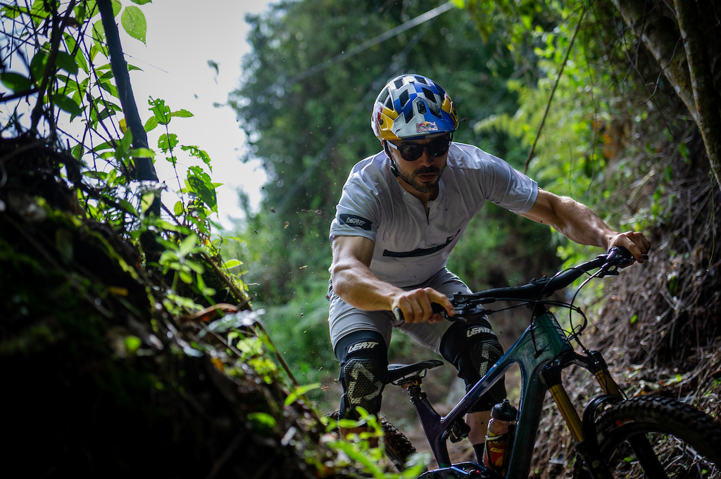 Marcelo Guti rrez riding trails in Neira
