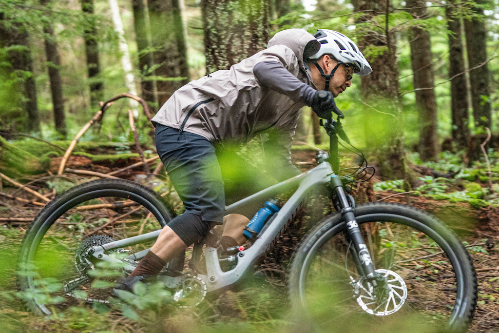 The Trail-Series 3XDRY short is a definite staple. Swiss technology packed this short will resists dust mud gentle get off s crashes and repel the raindrops all day long. Gently hose it off or brush off the dirt of your session and ride it again tomorrow.