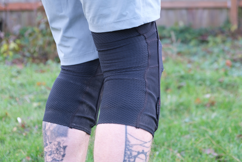 Best pedal friendly knee pads review