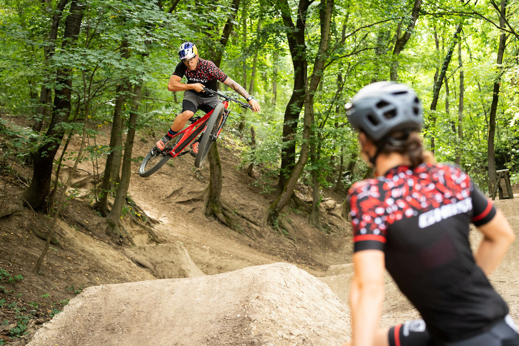 Gravity meets Cross Country - Slavik Benko hit Budapest. By Attention Builders.