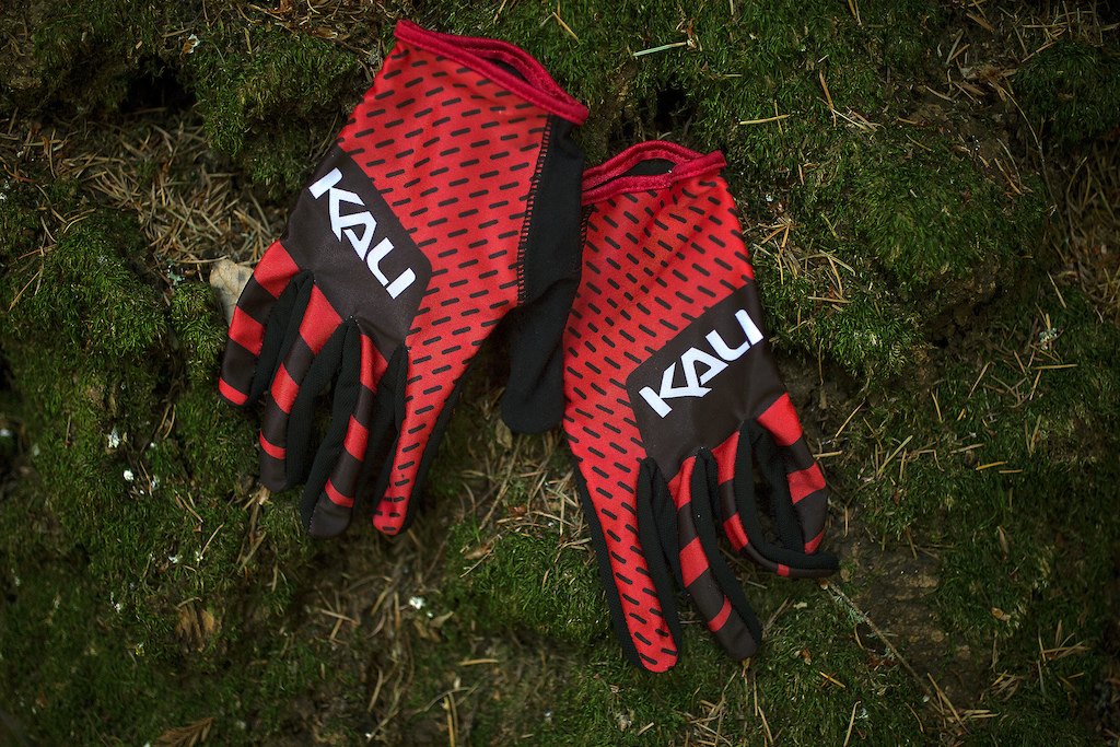 The Mission glove is an ultralight minimalist slip-on design for the rider seeking maximum comfort and total control.