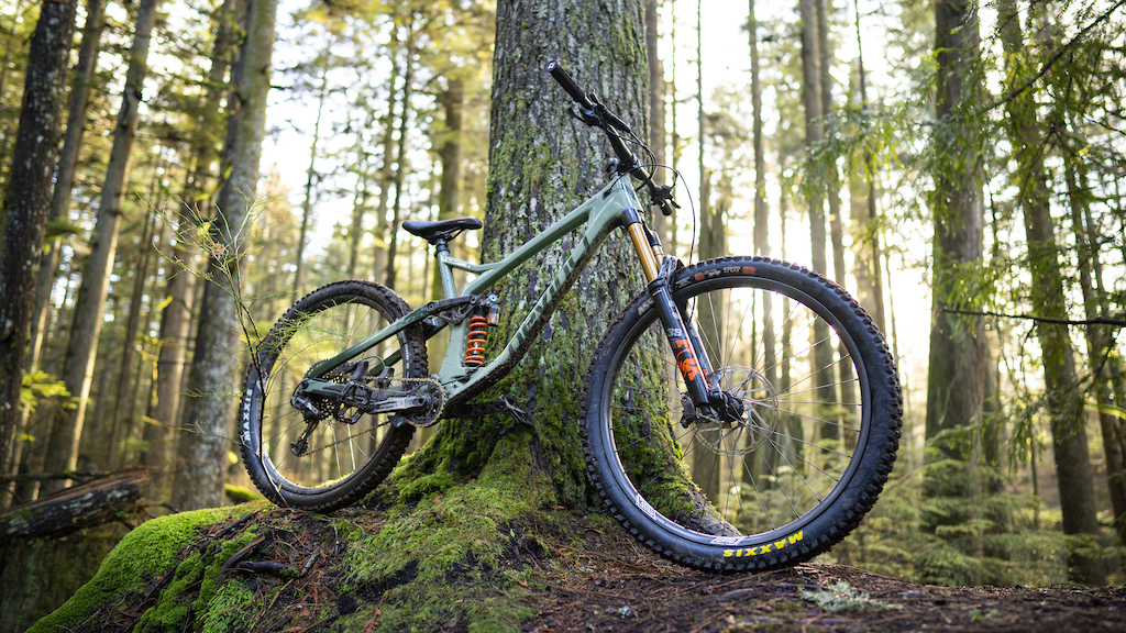 My 2021 Devinci Spartan rolling on We Are One Composites Union and Strifes