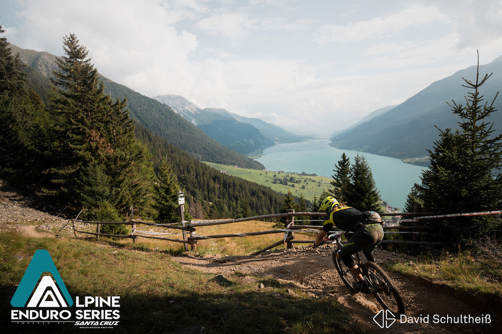 Dream trails with a dream view - that s what enduro racing at Reschenpass stands for