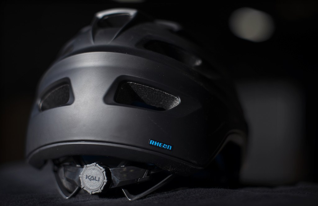 The new Kali Protectives Maya 3.0 gets the all-new Frequency Fit System with vertical adjust.