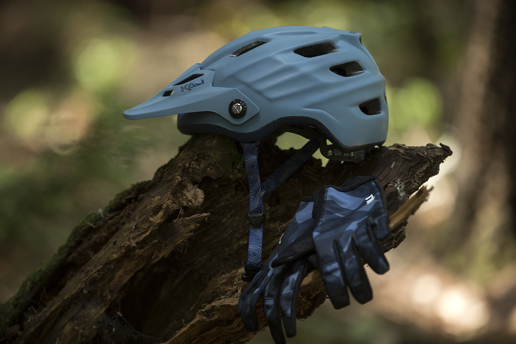 The Maya 3.0 in Matte Thunder Blue with some matchy-matchy Kali Cascade gloves.