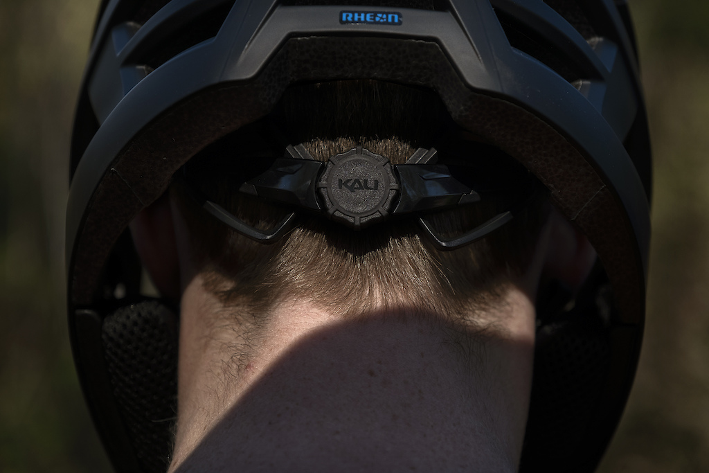 The Invader 2.0 is an update to Kali s popular trail helmet with the new Frequency Fit System with vertical and dial fit.