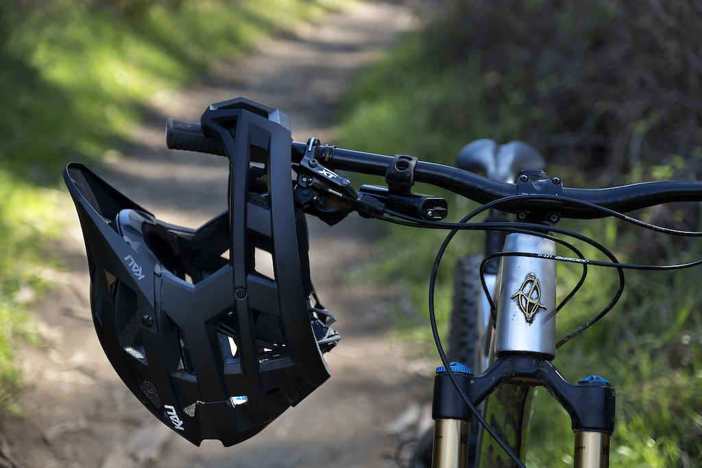 The Invader is the perfect trail helmet for the rider looking for added piece of mind.