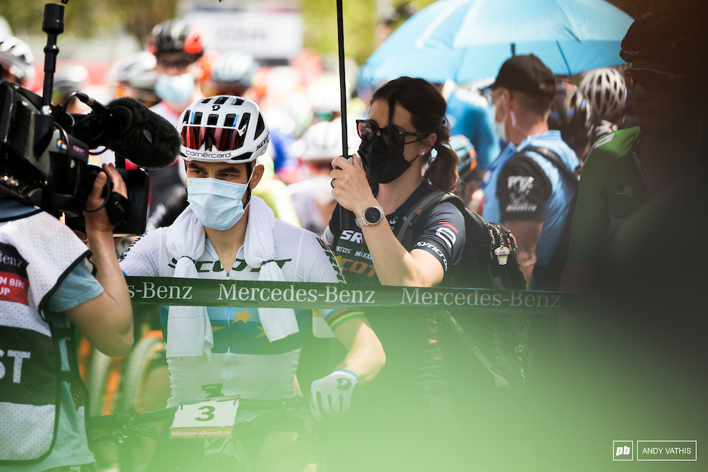 Nino Schurter is looking for win no.33 as he takes the start.
