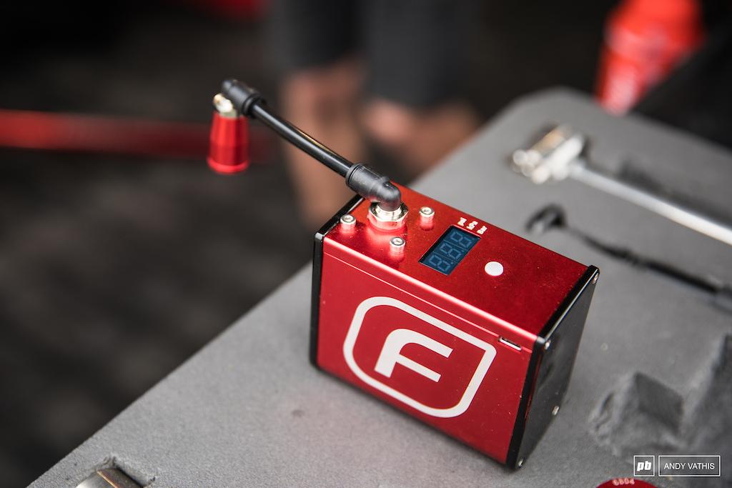 An electric bike pump from Fumpa.