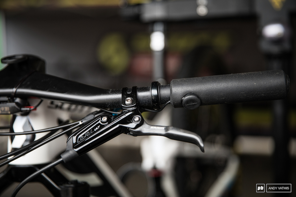 Nino Schurter is also on the blip program with the button poking through his comfy Syncros grips.