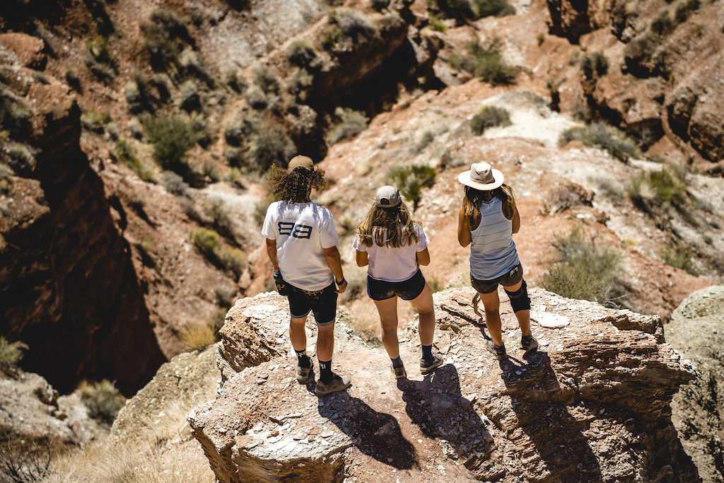 Nicolas Piraud Kaia Jensen Chelsea Kimball discuss the course at Redbull Formation in Virgin Utah USA on 24 May 2021