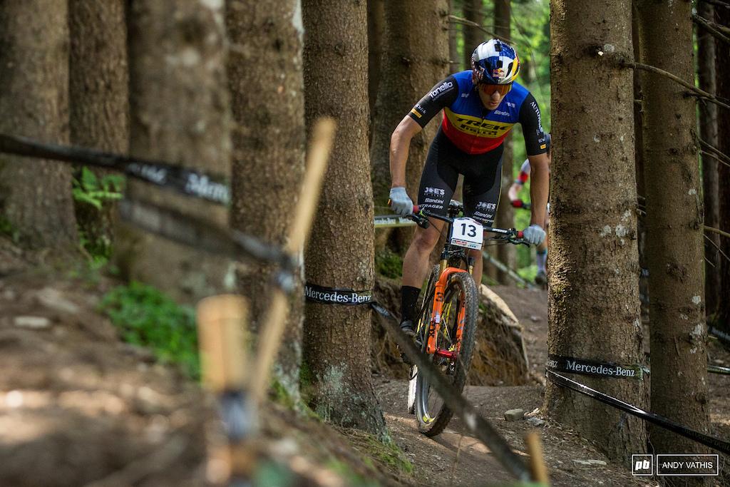 Vlad Dascalu subiu ao pódio de elite em quinto lugar.  Ele lutou muito por esse último lugar e garantiu seu primeiro pódio de elite.