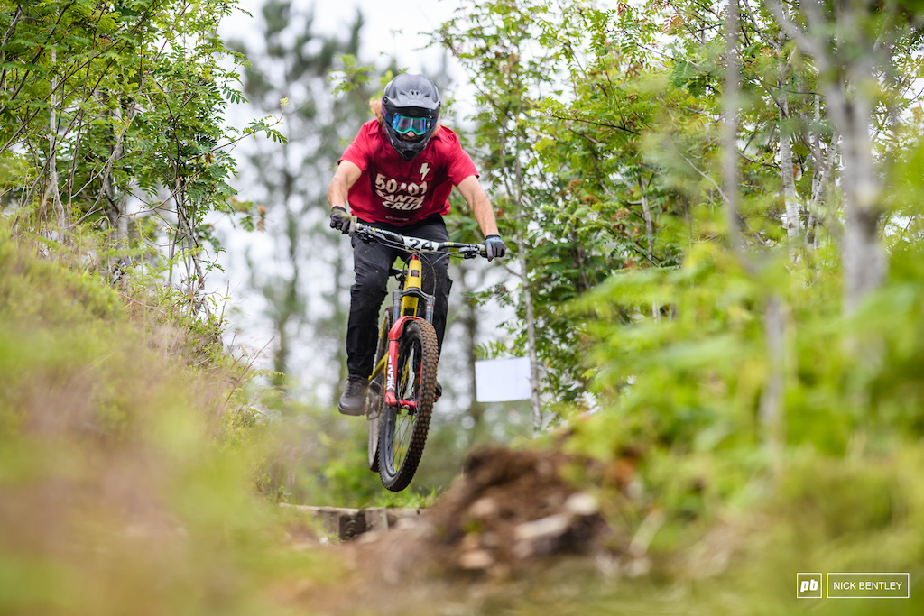 Due to Covid restrictions changing at the french border Sam Dale was unable to travel out the the EWS the loss was the Cannondale Enduros gain with Sam adding to already talent filled mens elite field. with Sam finishing up in 7th in the mend elite feild