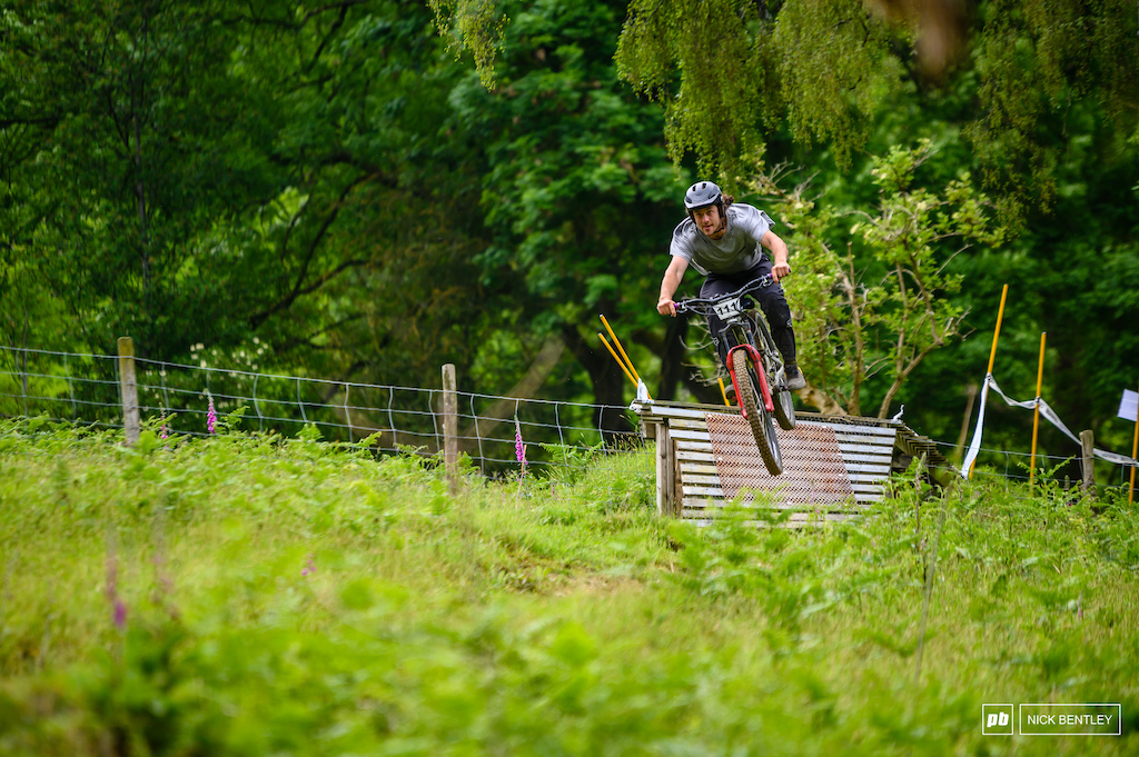 Oscar powell takeing home 2nd today in the 19-29 mens feild. a top result for someone whos entusiasm is so infectious t really is hard to find another rider who has as much fin on there bike as oscar
