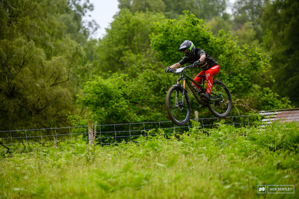 A 1st place todday in the Msters field for Bradlie Shields a fantastic result for the dirtworks team rider even more so considering he is currently riding with a heverly ingjured wrist.