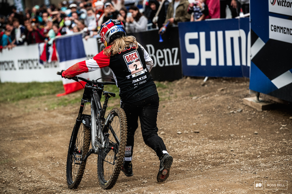 Vali Holl lost it in the last turn and was left to run over the line. She s on the pace and just needs to be patient. Her time is coming.