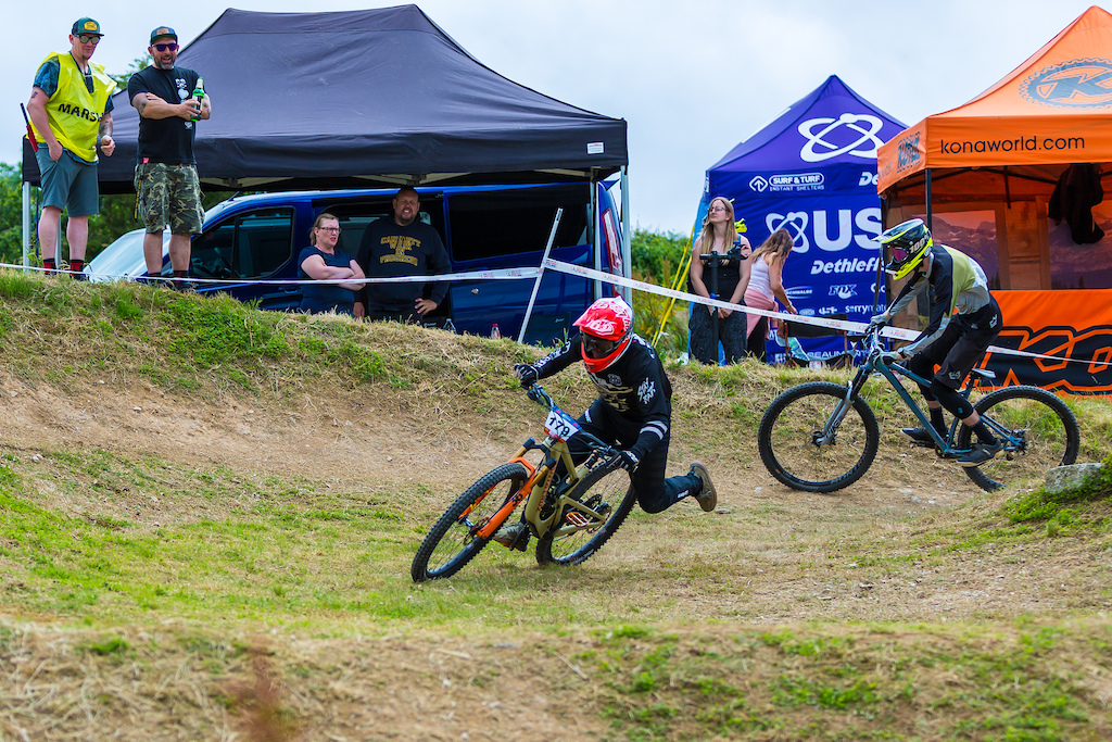 on saturday with a dry track to play with there was plenty of inside lines on offer. Ian Forsyth took full advantage of this on his way to winning the 19-29 class both days.