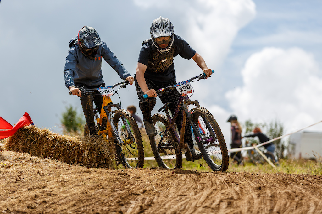 Ryan Thomas and Christian Dunne fighting it out in the 15-16 year old mens field on sunday. With Ryan coming 3rd and christen finishing up 5th.