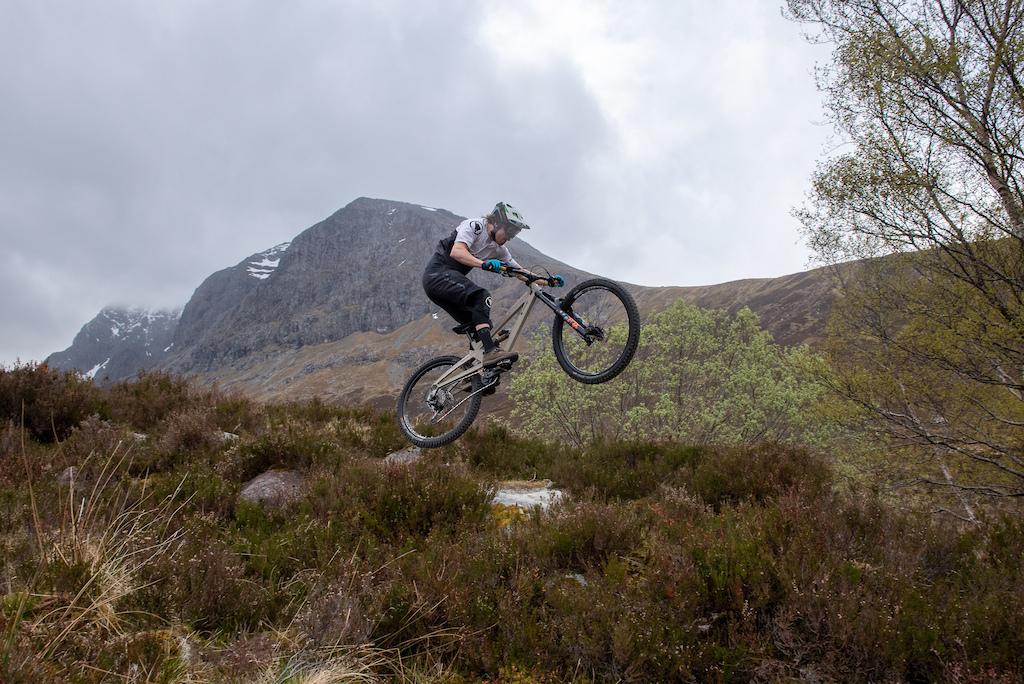 Joe Barnes for Orange Bikes featuring the 2021 Alpine Evo Enduro bike. Photo by Stephen Hughes