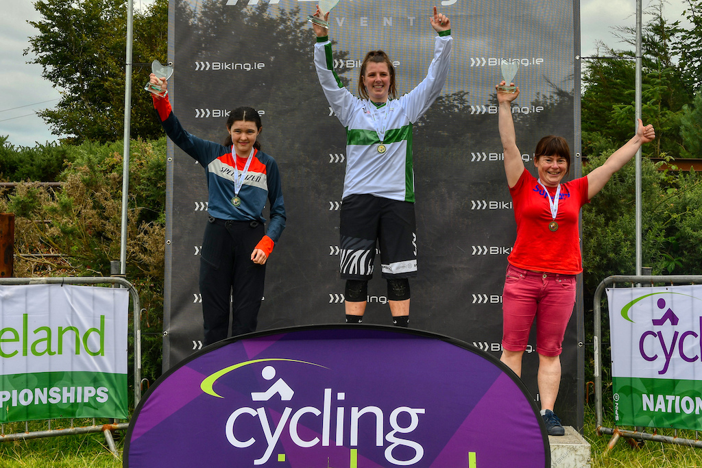 Elite women podium Leah Maunsell Hannah Mullin and Meave Baxter