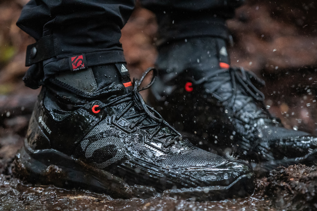 adidas Five Ten launch the Trailcross GTX - First ever flat pedal GORE-TEX Shoe.