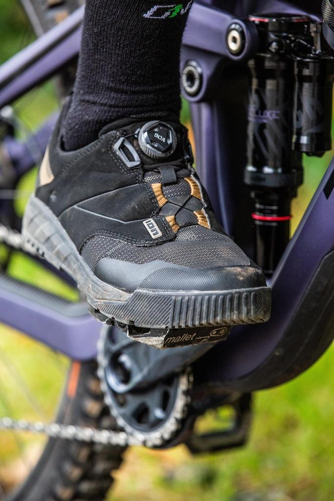 ION Rascal Select Boa clip shoes. ION K-Sleeve AMP knee pads
